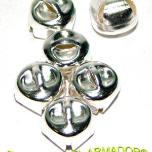 Cascabeles de metal plateados